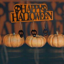 Halloween -dörr Trädekoration med skallben